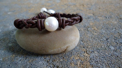 Braided,Leather,Pearl,Bracelet,Jewelry,leather_and_pearls,pearls_and_leather,braided_leather,leather_bracelet,leather,pearl_bracelet,hand_knotted_leather,iseadesigns,nautical_bracelet,beach_bridal,freshwater_pearls,modern_jewelry,bohemian_bracelet,freshwater pearls