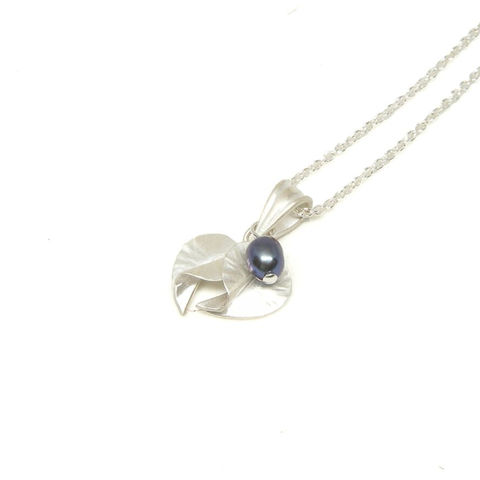 Freshwater,Pearls,Tiny,Leaves,pendant,by,nbNg,flower pendant