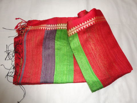 Plain,Red,Handloom,Silk,Saree,with,Multicolour,Pallu,and,Green,Blouse, Silk, Red, Saree, Hanwoven, weavers, Indian, fabric, dress fabric