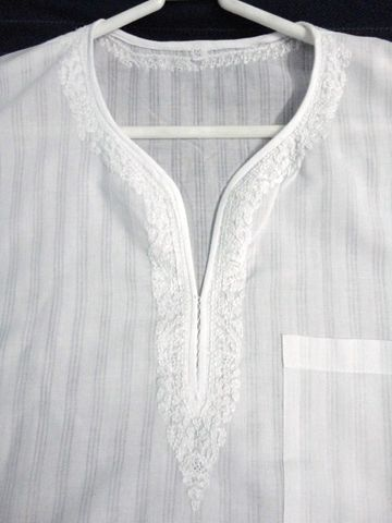 Ethnic,White,Short,Cotton,Kurta,Shirt,for,Men,with,Chikankari,Embroidery
