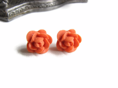 Flower,Stud,Earring,in,Summer,Orange,flower earrings, floral earring, orange flower, flower stud earrings, orange stud earrings, floral stud earrings, simple earring, summer orange, orange rose, summer earrings, summer floral fashion, floral jewelry