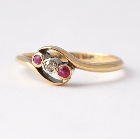 Ruby,Diamond,Rings:,18K,Gold,&,Platinum,,Size,5.75,Antique Art Nouveau 3 Stone Natural Red Ruby and Diamond 18K Gold Alternative Engagement Cocktail Ring Jewelry