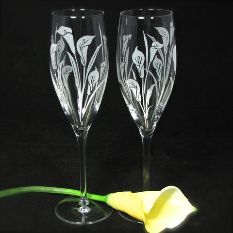 2,Toasting,Flutes,with,Calla,Lilies,,Personalized,Champagne,Glasses,,Wedding,Gift,for,Bride,and,Groom,calla lilies, engraved,toasting_flutes,champagne_flutes,champagne_glasses,_wedding,wedding_toasting,sand_etched_clear_crystal_champagne_flutes