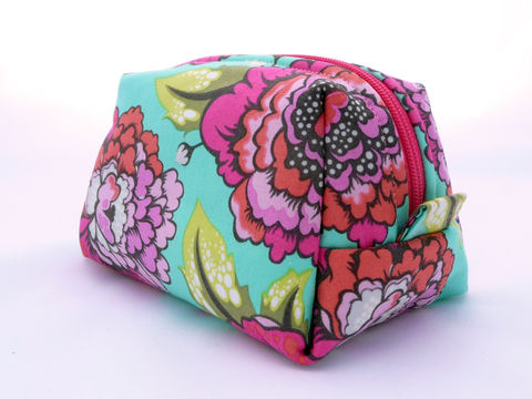 Handmade,Boxy,Floral,Cosmetics,Bag,teal and pink floral bag, handmade boxy cosmetics bag, floral print cometics bag, womens toiletry bag, boxy shaped make-up bag, boxy pouch, zippered bag