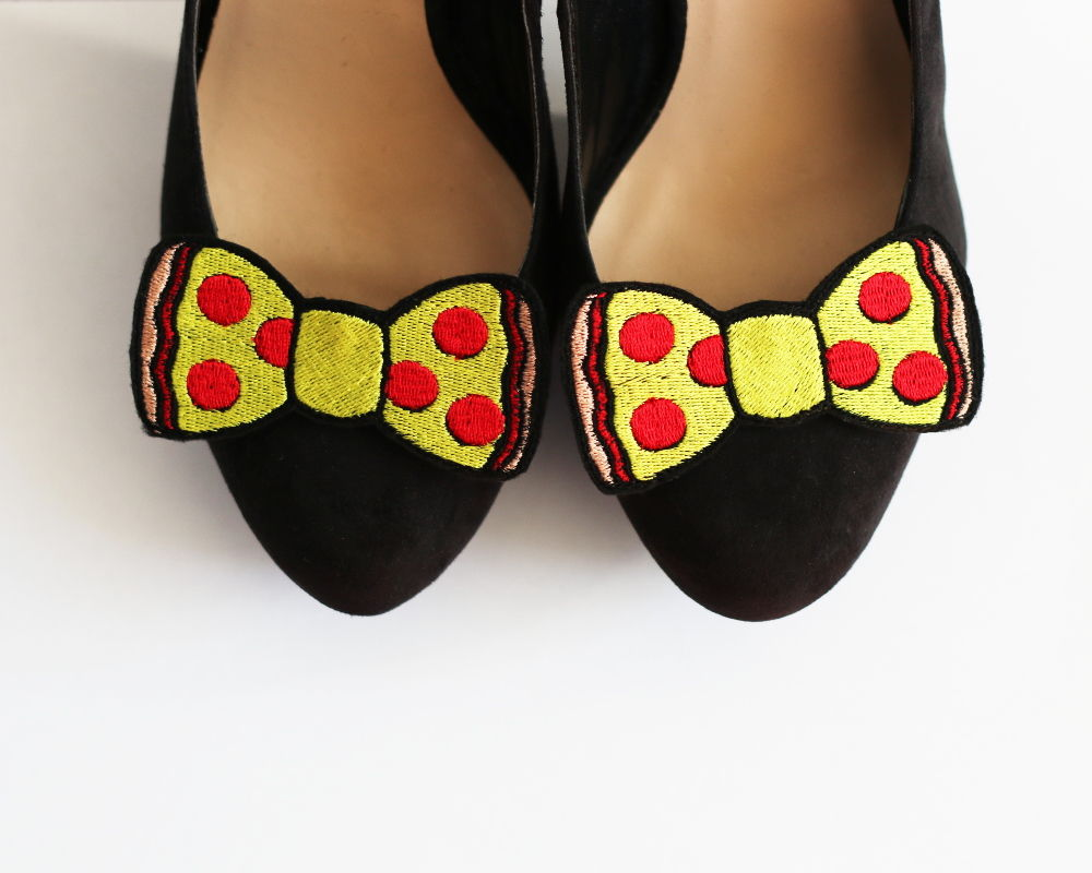 Pepperoni Pizza Bow Shoe Clips, Fast Food Accessories - product image