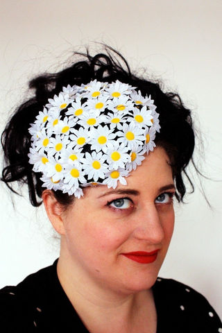 Floral,Pillbox,hat,with,daisies,black,and,white,Accessories,Hat,Women,pill_box,alternative_bride,wedding,cute,retro,1960s,vintage_style,uk,janinebasil,wholesale,ttt,fake_flowers,sinamay,wire