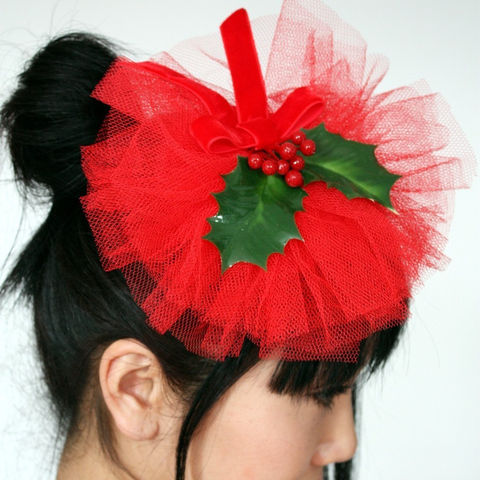 Christmas,Holly,Fascinator,,Red,Tulle,,and,Berries,Hat,Accessories,Women,fascinator,christmas,christmas_red,holly_berries,burlesque,forties_style,janine_basil,janinebasil,uk,christmas_fascinator,holly_and_berries,Christmas_holly,Christmas_hat,tulle,fake_holly,straw,comb