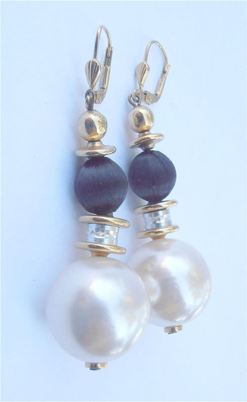 Vintage Pearl Earrings Glass Pearl Earrings Black White Earrings Pearl Dangling Pearl Dangle Pearl Glass Earrings Vintage Black Ball Dangling - product images  of