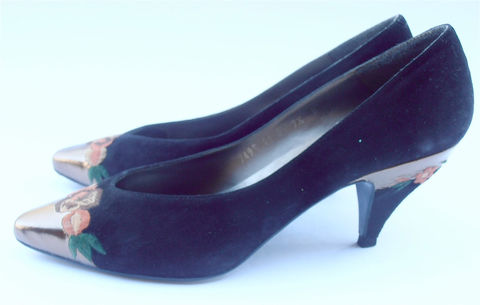 Vintage,Black,Suede,Shoes,Gold,Tip,Ladies,Sacha,London,Embroidered,Leather,Floral,Shoe,Size,7.5,vintage black suede ladies shoes, black suede womens shoes, vintage sacha london shoes, embroidered floral shoes, ladies shoe size 75, womens shoes size 75, villa collezione, villacollezione, vintage 80s black leather pumps, orange flower shoes