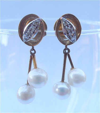 Vintage,Pearl,Diamond,Chips,Earrings,Dangling,Two,Beads,Dangle,Gold,Plated,Pave,Sterling,Silver,Bride,Wedding,Vintagvintage pave diamond and pearls dangling earrings, vintage two white pearl gold plated earrings, vintage diamond gold earrings, vintage pearl gold dangle earrings, vintage pearl bead earrings, vintage bride pearl diamond earrings, art deco pearl ear