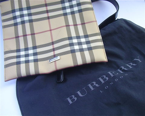 Burberry,Bag,Shoulder,Flat,Travel,Classic,Pre,Owned,nova check Burberry design, cross body Burberry adjustable strap bag, pre owned burberry shoulder bag, tartan bag, plaid bag, designer bag, signature bag, burberry passport bag, burberry flat purse, used burberry messenger bag