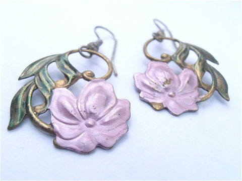 Vintage,Pink,Flower,Leaf,Dangling,Earrings,Mauve,Floral,Green,Leaves,Dangle,Embossed,Copper,Villa,Collezione,VillaCollezione,vintage mauve pink earrings, vintage pink flower earrings, vintage pink mauve floral green leaves earrings, vintage green leaf earrings, vintage mauve floral earrings, vintage pink embossed copper earrings, vintage pink flower dangling earrings