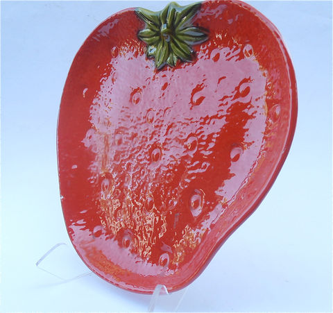 Vintage,Strawberry,Tray,Red,Plate,Platter,Serving,Dish,Knobler,Ceramic,Italy,vintage red ceramic strawberry tray, vintage red strawberry plate, strawberry red serving tray, vintage red ceramic platter, serving red dish, red knobler ceramic italy, villacollezione, villa collezione, strawberry serving, vintage red green fruit plate