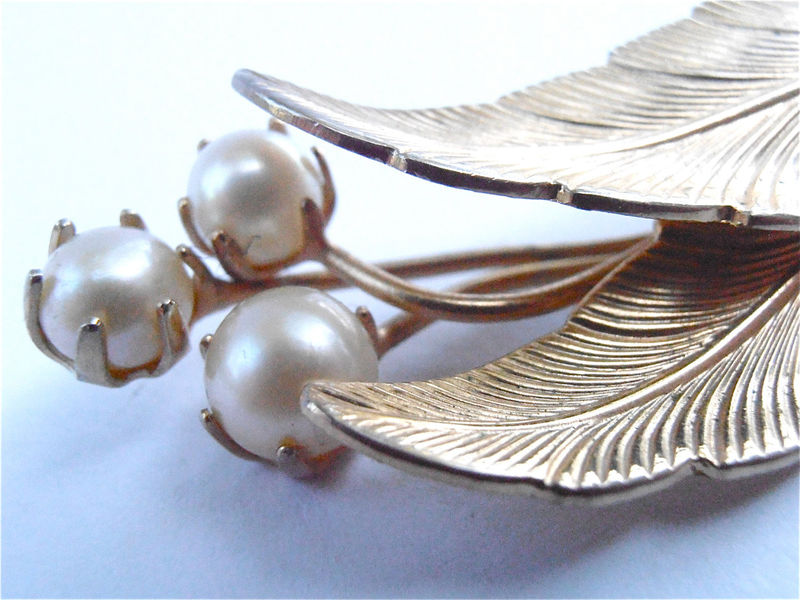 Vintage Faux Pearl Gold Tone Leaf Brooch Vintage Faux Gold Leaves Pin Two Golden Leaf Pin Vintage Three Pearl Brooch Vtg Off White Pearl Pin - product images  of