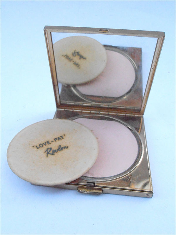 Vintage Revlon Gold Tone Compact Vtg Revlon Love Pat Mirror Facial Powder Refillable Compact Creamy Ivory Delicate Ivory Facial Powder K111 - product images  of