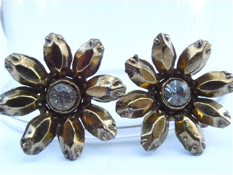Vintage,Gold,Daisy,Rhinestone,Earrings,Golden,Flower,Petal,Power,Tone,vintage gold daisy earrings, vintage daisy rhinestone earrings, vintage golden flower earrings, vintage gold petal earrings, golden daisy earrings, vintage flower power earring, vintage gold rhinestone screw back earring, villacollezione, villa collezione