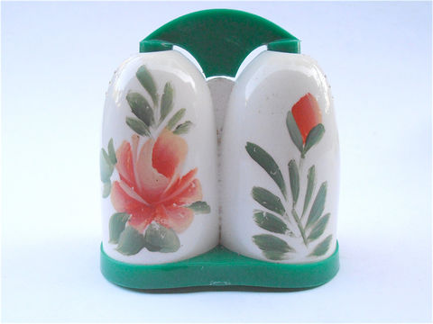 Vintage,Retro,Coral,Green,White,Salt,Pepper,Shaker,All,In,One,Peach,Flower,Floral,Acrylic,Plastic,Side,By,Condiment,RV,Picnic,Motorhome,vintage retro floral peach coral green white salt hard plastic pepper shakers, vintage pastel color salt and pepper shakers, vintage peach flower acrylic side by side salt pepper, vintage rv use salt and pepper, all in one salt pepper condiment containers