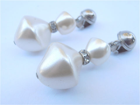 Vintage,Satin,White,Pearl,Dangling,Earrings,Bridal,Silver,Tone,Wedding,Bride,Rhinestone,Chunky,Faux,Baroque,vintage white satin pearl earrings, vintage pearl dangling earrings, vintage white chunky faux pearl earrings, vintage white silver earrings, vintage white pearl bridal earrings, pearl wedding earrings, vintage baroque faux two pearl earrings