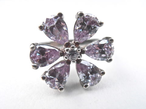Vintage,Light,Purple,CZ,Ring,Lavender,Flower,Cubic,Zirconia,Petal,Sterling,Silver,Floral,Ladies,Size,US,6.5,Lilac,Villacollezione,vintage faux amethyst flower ring, vintage lavender flower ring, vintage light purple flower ring, lilac petal crystal ring ladies size 6.5, sterling silver ring womens size 65, ladies ring size 65, cubic zirconia cz lavender ring, villacollezione