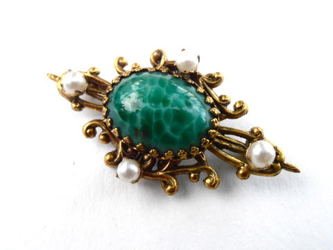 Vintage,Marble,Dark,Green,Brooch,Cabochon,Filigree,Faux,Seed,Pearl,Art,Nouveau,Emerald,Gold,Tone,Oval,Pin,Ornate,Mid,Century,vintage dark green brooch, vintage marble green cabochon brooch, oval green cabochon pin, art nouveau green cabochon brooch, mid century green stone brooch, green gold filigree brooch, vintage art nouveau ornate green gold brooch, oval green stone brooch