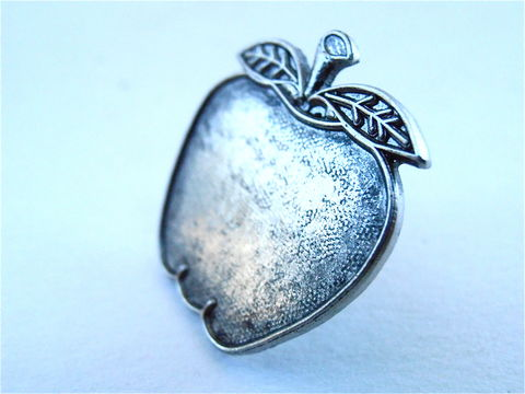 "Vintage,Apple,Silver,Tone,Pin,Pewter,Like,Color,Fruit,Gray,Grey,Metal,Kawaii,Cute,1"",Inch,Textured,Fashion,Accessory,Villacollezione,vintage apple silver tone pin, vintage apple pewter like pin, vintage gray grey apple pin, vintage gray grey fruit pin, vintage kawaii apple pin, vintage textured apple pin, vintage cute metal apple pin, vintage 1 inch apple pin, apple fashion accessory"