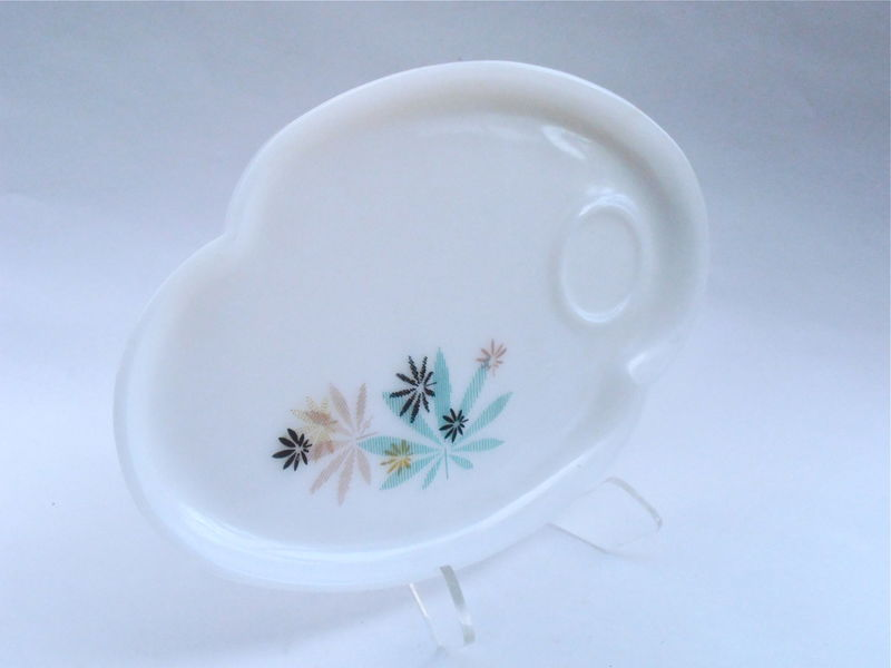 Vintage Atomic Flower Milk Glass Snack Tray Federal Glass Co Tea Cup Coffee Beverage Platter Plate Dish Patio Pattern Midcentury Mid Century - product images  of