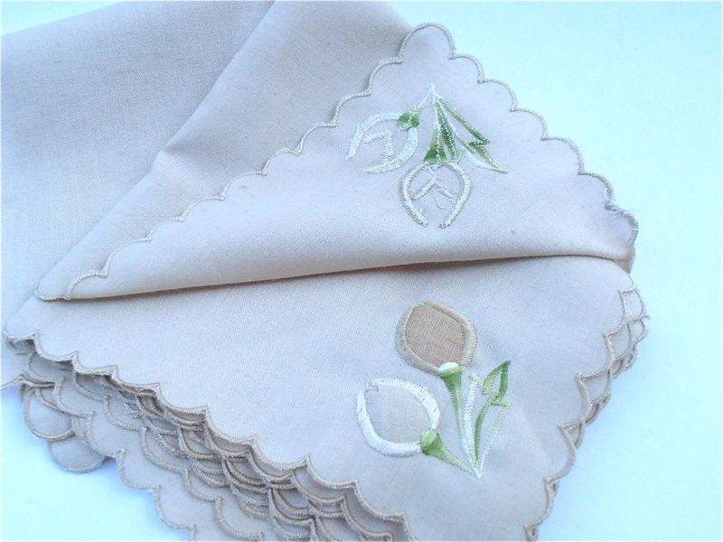 Vintage Beige Embroidered Peach Floral Linen Napkins Table Napkins Shabby Cottage Chic Tan Beige Flower Buds Scallop Edges Ramie Fabric - product images  of