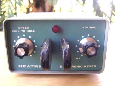 Vintage,Heathkit,Model,HD,1410,Iambic,Paddle,Electronic,Keyer,Ham,Radio,Amateur,CW,Morse,Code,No,Power,Cord,Excellent,Metal,Case,Collezione,vintage 70s heathkit electronic keyer, heathkit model hd 1410 iambic paddle keyer, vintage paddle electronic ham radio operator, amateur radio, green metal case, vintage ham radio cw morse code keyer, heathkit ham radio, heathkit amateur, heathkit hd 1410