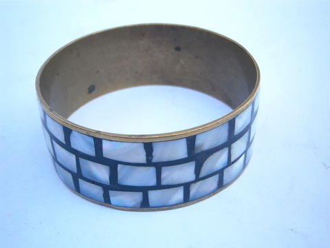 Vintage,Mosaic,Inlay,Brass,Bangle,Mother,Of,Pearl,MOP,Bracelet,Three,Rows,Inlaid,Boho,Hippie,Luminescent,Pearlized,Cuff,Villa,Collezione,vintage mosaic mother of pearl inlay bangle, vintage mop inlaid bracelet, vintage pearl inlay brass cuff, vintage mother of pearl bit, three row mother of pearl bangle, vintage mosaic pearl inlaid cuff, luminescent pearl bracelet, pearl boho hippie bangle