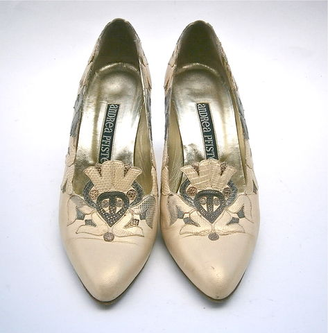 Vintage,Satin,Cream,Ladies,Shoes,Pumps,Andrea,Pfister,Womens,Size,5,High,Heels,Designer,Genuine,Snakeskin,All,Leather,Bell,Flower,Applique,vintage andrea pfister leather applique cream satin ladies shoes size 5, vintage all leather satin cream womens shoes size 5, satin cream high heel pumps ladies shoe size 5, cream snakeskin shoes, andrea pfister bell flower leather appliques designer shoe