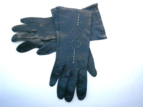 Vintage,Black,Ladies,Leather,Gloves,Size,6.5,Butter,Soft,Hand,Wrist,Length,White,Stitching,Diamond,Square,Mid,Century,Fashionable,Chic,vintage black ladies leather glove size 65, vintage diamond pattern off white stitch leather ladies gloves, mid century ladies wrist length black leather gloves, vintage soft black leather ladies hand gloves, vintage 60s  butter soft black ladies leather