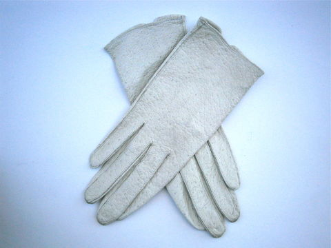 Vintage,Mid,Century,Off,White,Ladies,Gloves,Soft,Winter,Size,6,Stitching,Peccary,Pigskin,Washable,Wrist,Length,Table,Cut,Textured,60s,vintage 60s white textured ladies wrist length gloves, mid century white leather ladies gloves size 6, vintage white peccary pigskin leather ladies glove size 6, vintage dirty white leather womens glove size 6, vintage textured white leather ladies gloves