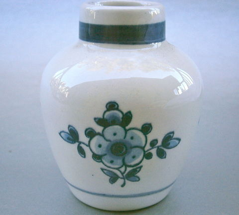 Vintage,Delft,Blue,Miniature,Vase,Flowers,Dutch,Indigo,White,Jar,Ceramic,Pottery,Dark,Holland,Souvenir,Netherlands,Delftware,Clay,Mini,Bloom,vintage delft miniature ceramic vase, vintage delftware earthenware miniature jar, vintage delftware mini vase, vintage 60s mini delftware indigo flowers jar, vintage miniature indigo jar, dutch ceramic vase, vintage netherlands holland pottery souvenir