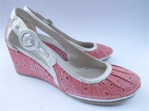 Red,Silver,Shoes,Wedge,Ladies,Womens,Fabric,Eyelet,Size,38,7.5,8,Pre,Owned,No panic Italian shoes, red wedge shoes, ladies womens shoes size 38, villa collezione, supadupa red shoes, red shoes, red eyelet fabric, Italian red shoes, close toe shoes, red silver ladies shoes, ladies womens size 38, silver leather strap, adjustable