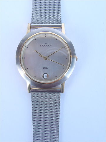 Skagen,Stainless,Steel,Mesh,Round,Face,Silver,Watch,Gold,Bezel,Mens,Womens,Pre,Owned,mesh bracelet, round face Skagen watch, pre owned Skagen stainless steel dress watch, hipster watch, hip european watch, skagen denmark, skagen design watch, silver face watch, unisex Skagen watch, Skagen mens watch, Skagen ladies watch, silver mesh wrist