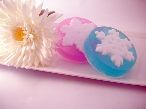 Falling,Snowflakes,Glycerin,Soap,bath_and_beauty,bath,body,set,blue,purple,holiday,christmas,gift,stocking_stuffer,herbndevelopment,herbn_development,new_orleans,snowflakes,glycerin,aloe_vera,vitamin_e,safflower_oil,fragrance,colorant,mica