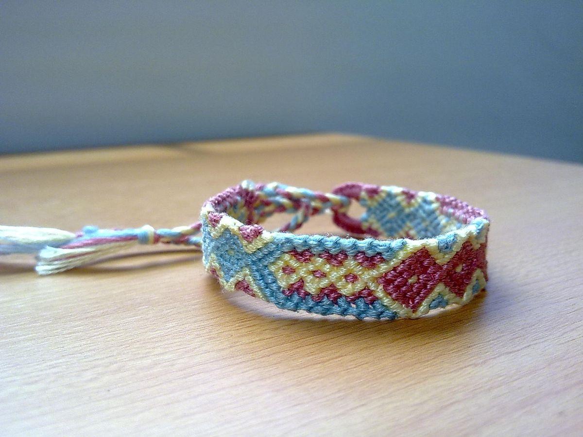 friendship bracelet tiny diamonds macrame bracelet. Black Bedroom Furniture Sets. Home Design Ideas