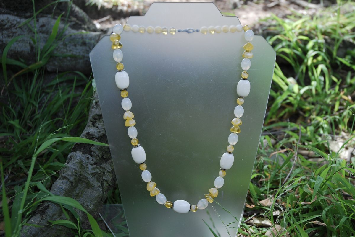 Sweet Cream Beaded Necklace - product image