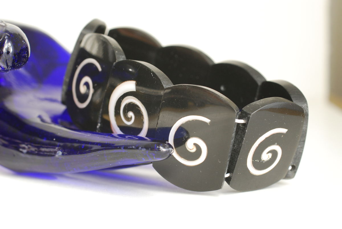 Vintage Stretch Bracelet Black with Inlaid Shell - product image