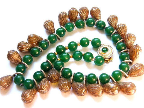 Vintage,Necklace,German,Holiday,Fashion,Green,Bead,&,Gold-Tone,Pinecones,Statement,Jewelry,vintage_choker,bib_necklace,woodland,designer_signed,holiday,1940,autumn_winter,pinecones,holiday_fashion,pinecone_charms,green_gold,beads_and_charms