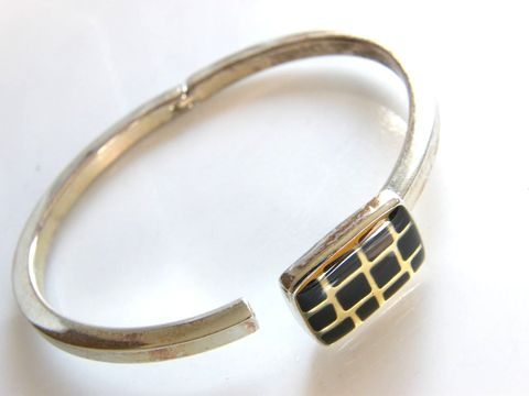 Vintage,Hinged,Clamper,Cuff,Bracelet,Jet,Black,,Gold,Enameled,Top,Design,Jewelry,silver_tone,gold,cross_hatch,geometric,cuff,clamper,catch_closure,jet_plack,hiinged_bracelet,vintage_cuff,Gifts_for_women,cuff_bracelet,enamel