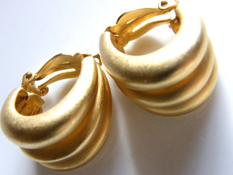 Vintage,Clip,Earrings,Satin,Matte,Gold,Metal,Signed,Edwinn,Pearl,High,Fashion,,Couture,Jewelry,gold,designer_couture,high_fashion,clip_earrings,Edwin_Pearl,designer_earrings,clip_ons,clip_backs,designer_signed,metal