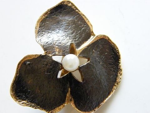 Vintage,Pansy,Mourning,Brooch,Jet,Black,Enameled,,Pearl,Center,Jewelry,pansy,cultured_pearl,mouring_brooch,jet_black,flower,floral,gold,woodland,victorian,black_enamel,metal,enamel,pearl