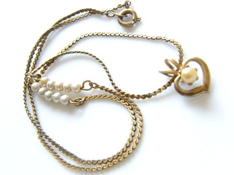 Vintage,Pendant,Necklace,,Faux,Pearl,Caged,Heart,June,Birthday,Jewelry,Necklace,goldtone,valentine,flat_chain,cultured_pearl,heart,Gifts_for_women,summer_spring,holiday,pearl_jewelry,June_Birthday,fashion,dainty_necklace,caged_heart,metal,faux_pearl