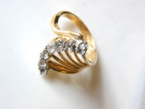 Vintage,18K,Cocktail,Ring,Sparkling,Designer,Couture,High,Fashion,,April,Birthday,Jewelry,gold_ring,cocktail_ring,fan_shape,clear_stones,designer_jewelery,sparkle,white,glam,designer_signed,April_Birthday,vintage_cocktail