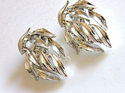 Vintage,Earrings,,Draping,Leaves,,Silver,Tone,BSK,Clip,Ons,Jewelry,Earrings,vintage_earrings,clip_earrings,bsk_earrings,silver_tone,draping_leaves,designer_signed,retro,mid_century,bsk_signed,silvertone_earrings,clip_backs,metal