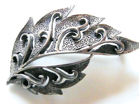 Vintage,Autumn,Leaf,Brooch,,Sturdy,Open,Style,Antiqued,Silver-Tone,Jewelry,Brooch,molded,leaf,sturdy,polished,leaf_veins,forest,vintage_brooch,antiqued_finish,black,silver_tone,fashion_statement,autumn_fall,silver,tone,metal