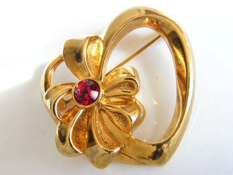 Vintage Avon Bow Brooch Heart Amp Ribbon Flower Ruby Red