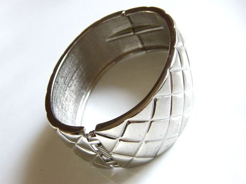 Vintage,Silver-Tone,Bracelet,Cross,Hatch,Design,Hinged,Jewelry,silver_tone,cuff,hinged,wide,band,cross,hatch,design,sturdy,very_wide,vintage_bracelet,hinged_bracelet,cuff_bracelet,metal