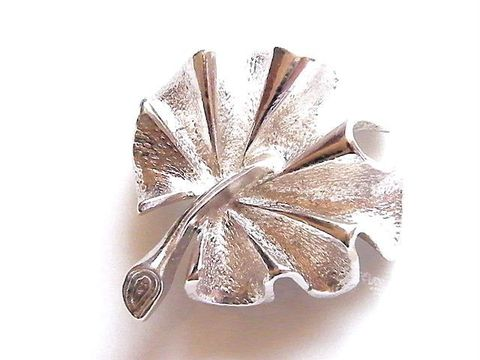 Vintage,Curly,Fall,Leaf,Brooch,,Silver-Tone,Sarah,Coventry,Sturdy,Jewelry,Brooch,curled,leaf,design,sarah,coventry,silver,tone,sarah_coventry,sarah_cov,vintage_brooch,vintage_pin,autumn_fall,designer_signed,metal,signed